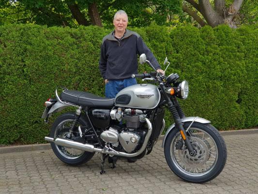 04.05.2018: Hans Jung aus Lörrach mit seiner neuen TRIUMPH Bonneville T120