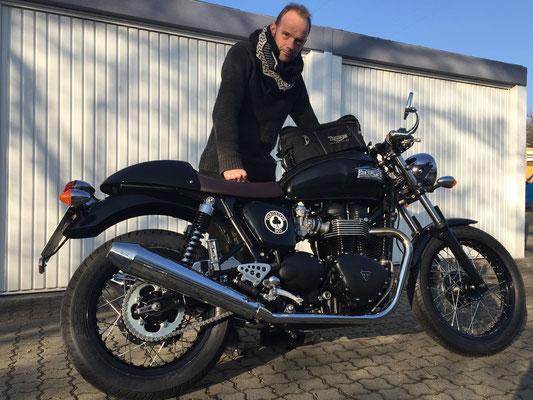 19.02.2015: Konrad Winzer aus Kandern mit seiner neuen TRIUMPH Thruxton Ace