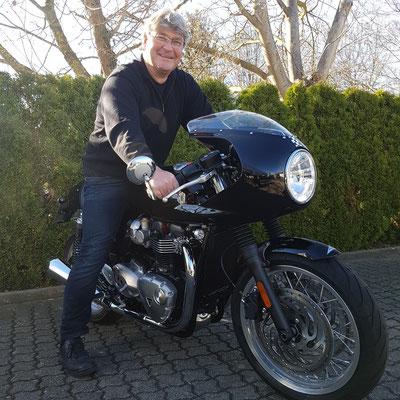 10.03.17: Karsten Engelhard aus Grenzach-Wyhlen mit seiner neuen TRIUMPH Thruxton 1200