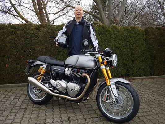 29.01.2018: Hans Jung aus Lörrach-Brombach mit seiner neuen TRIUMPH Thruxton 1200 R