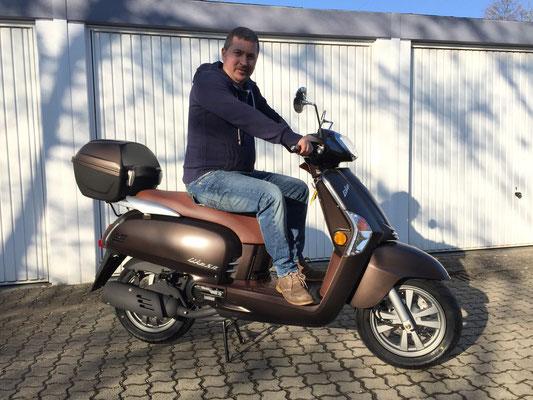11.02,2015: Herr Hodut Fasie aus Grenzach-Wyhlen mit seinem neuen KYMCO Like 50 2-T