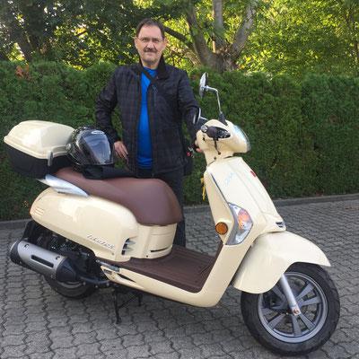 26.09.2016: Werner Schreiner aus Weil am Rhein mit seinem neuen KYMCO Like 125