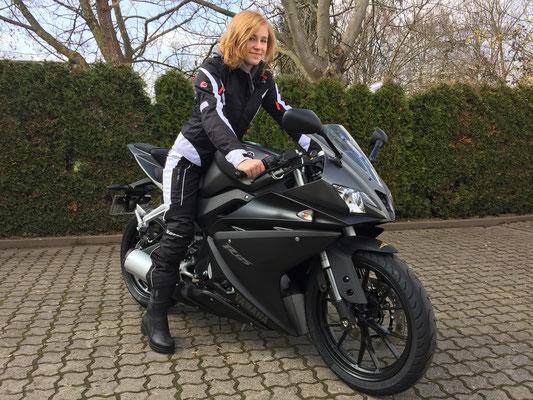27.03.2015: Mira Senn aus Weil am Rhein mit ihrer neuen YAMAHA YZF-R125 ABS