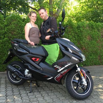 10.06.2016: Marcel Kopfmann und Tatjana Rinderknecht aus Efringen-Kirchen mit ihrem neuen YAMAHA Aerox R Naked
