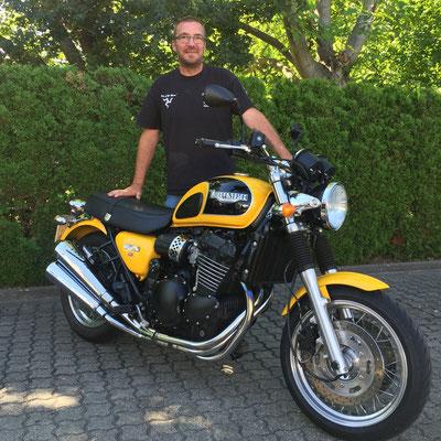 04.08.2016: Uwe Röschke aus Zell i.W. mit seiner schönen TRIUMPH Thunderbird Sport