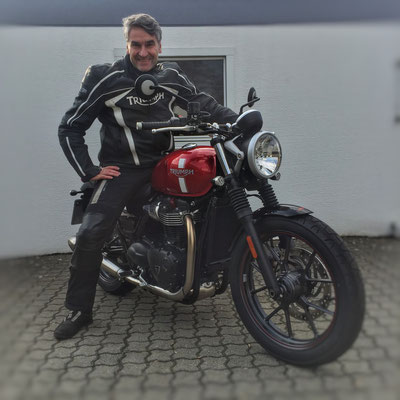 11.03.2016: Maik Götze aus Lörrach mit seiner neuen TRIUMPH Street Twin