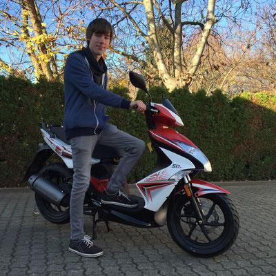 12.11.2015: Philipp Blum aus Schopfheim mit seinem neuen KYMCO Super8 50