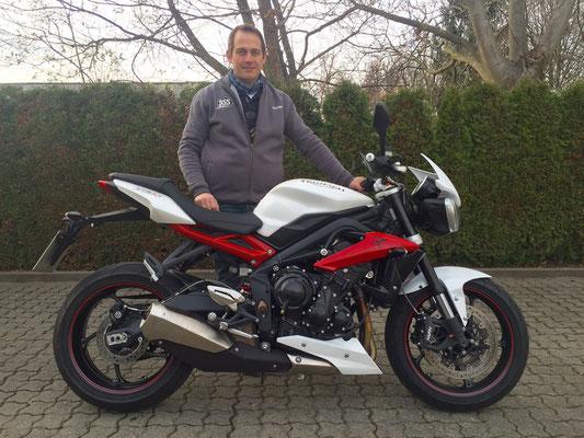 11.12.2015: Harald Reez aus Buchenbach mit seiner neuen TRIUMPH Street Triple R ABS