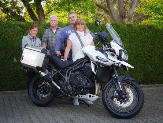 25.04.2018: Herr Asal aus Lörrach mit Familie und seiner neuen TRIUMPH Explorer XCx