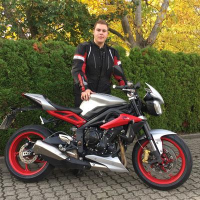 24.10.2016: Martin Schmitz aus Rheinfelden mit seiner neuen TRIUMPH Street Triple 675 RX ABS
