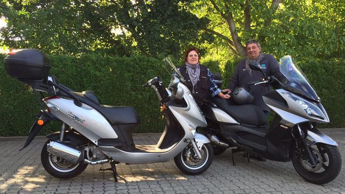 10.09.2015: Familie Schlig aus Weil am Rhein mit Ihren KYMCO Downtown 125i und Grand Dink 125