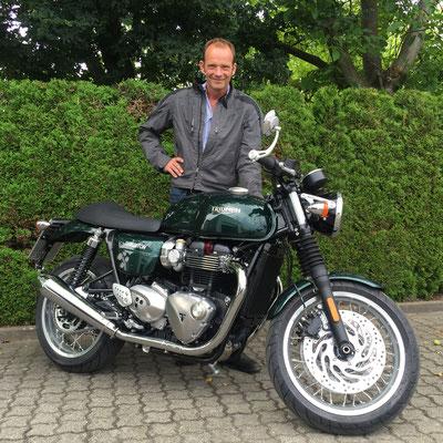 08.07.2016: Konrad Winzer aus Kandern mit seiner neuen TRIUMPH Thruxton 1200