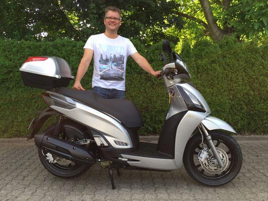 02.07.2015: Thorsten Schäfer aus Lörrach-Hauingen mit seinem neuen KYMCO People GT125i