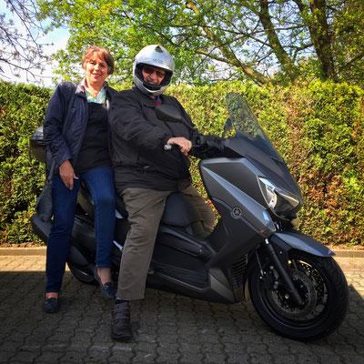 21.04.2016: Marianne und Ekkehard Brand aus Lörrach mit ihrem neuen YAMAHA Xmax 400 ABS