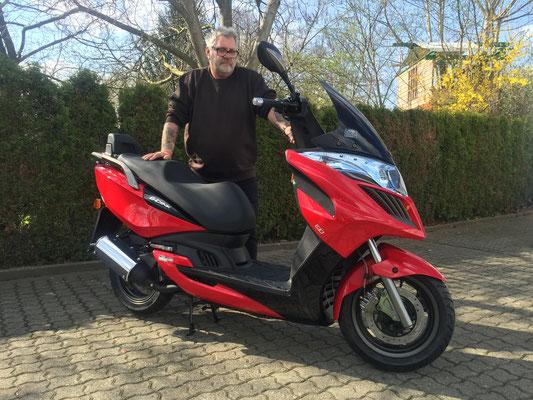07.04.2016: Waldemar Ringwald aus Waldshut-Tiengen mit seinem neuen KYMCO Grand Dink 50