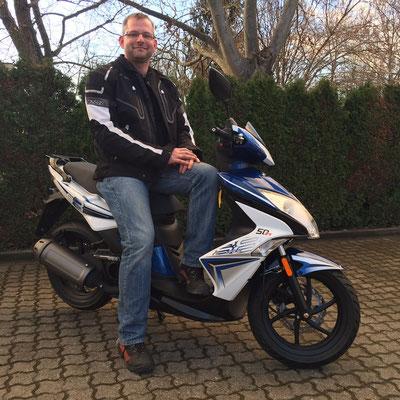 09.12.2015: Oliver Prengel aus Schliengen mit seinem neuen KYMCO Super 8 50