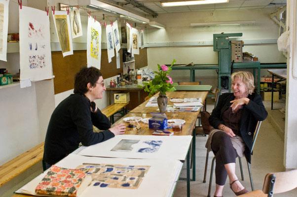 Sabrina Meder et Annie Quesney à l'atelier de gravure