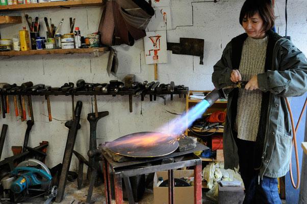 décembre 2008, Gladys Liez dans son atelier