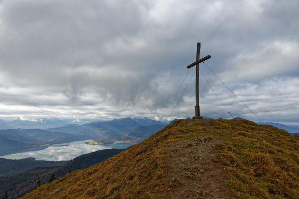 Das Gipfelkreuz des Hirschhörnkopfes