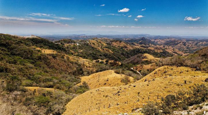 Landschaft südlich von Monteverde mit Blick zum Pazifik