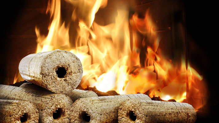 Holzbriketts erzeugen wohlige wärme