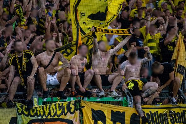 SpVgg Greuther Fürth vs. Borussia Dortmund - Sportpark Ronhof