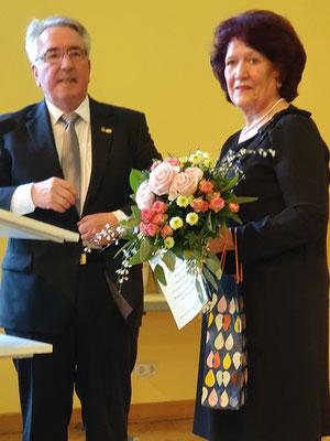 Alfred Rupp, Ehrenvorsitzender der Liedertafel, und Ingrid Zimmer-Eble