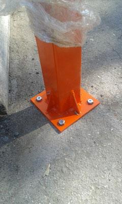 усиленный кронштейн крепления парковочного столбика