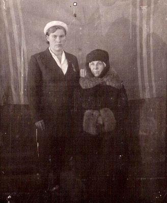 1948 год. Учителя Сосновской школы Замедлина Анна Васильевна и Пиуновская Елизавета Алексеевна