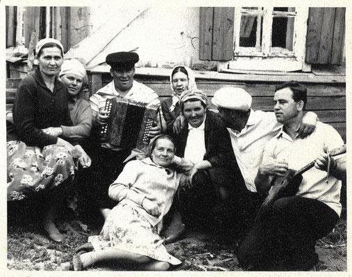 На фото: …Карпова, Маслова, Пырсиков, Казакова, Щёголева Тая…