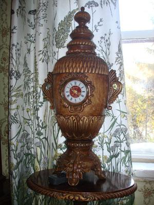 Настольная ваза с часами.  Работа Челнокова Н.А.