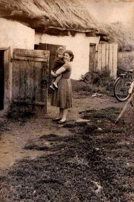 1960 год. Кудряшова Мария с дочерью Александрой