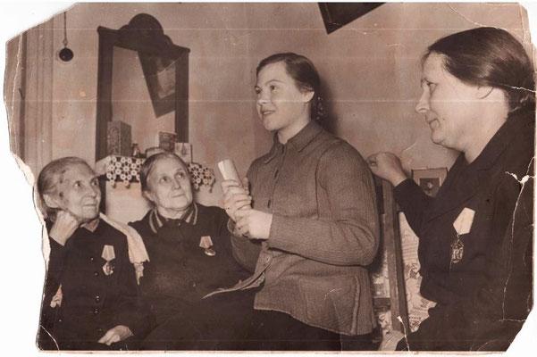 Волкова Анастасия (в центре)