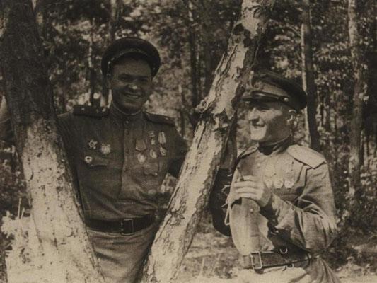 Герой советского Союза В.Ф. Хохлачёв на полевом аэродроме под Варшавой. 1944 г.