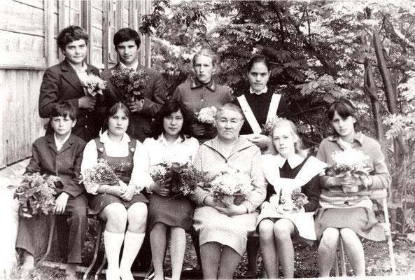 Май 1980 года. 8 класс с учителем Ворониной Тамарой Васильевной