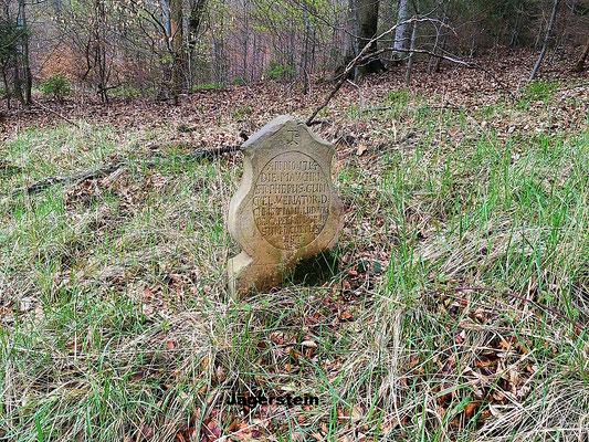 Der Jägerstein, Grabstele des tot aufgefundenen Jägers des Schlossherrn von Capellan 1714.