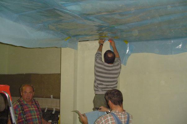 Deckensanierung-dämmung im kleinen Saal