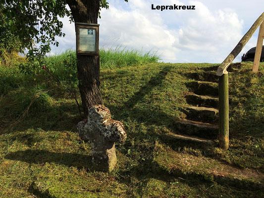 Das Leprakreuz, hier sollen die Leprakranken der Kreuzzüge ihr Essen abgestellt bekommen haben.