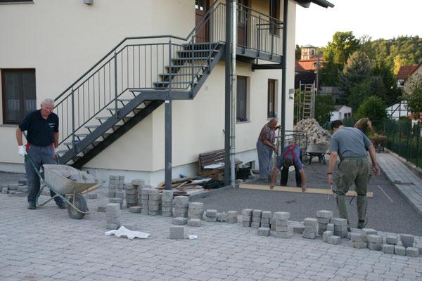 Pflasterung am Zugang zum Jugendraum, Vereinszimmer und Heimatverein