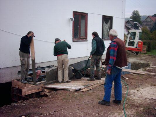 Einbau eines Fensters im Heimatvereinkeller 1