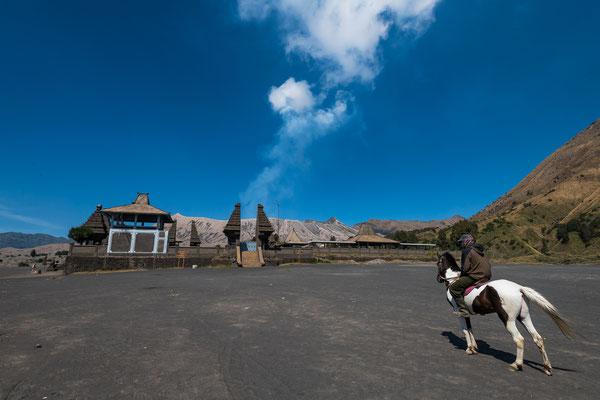 Kloster Pura Luhur Poten am Fusse des Bromo