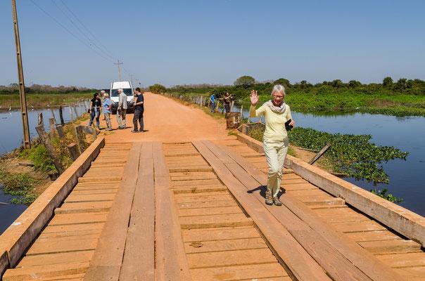 Ein letztes mal über die Holzbrücke