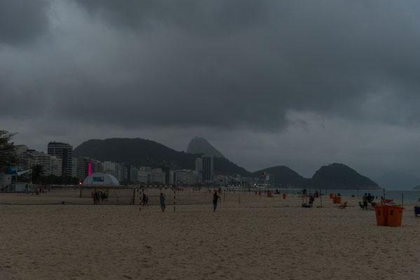 Mein letzte Blick auf die Copacabana verheisst nichts Gutes, für die nächsten Tage der Spiele gab es viel Regen!