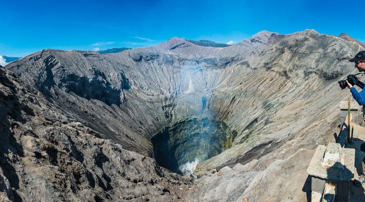 Schlund des aktiven Gunung Bromo