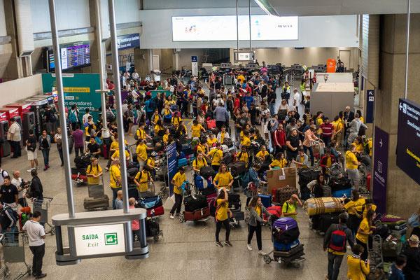 Viele Sportler treffen in Rio ein.
