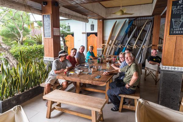 Mittagessen unterwegs an einem Strand von Bali