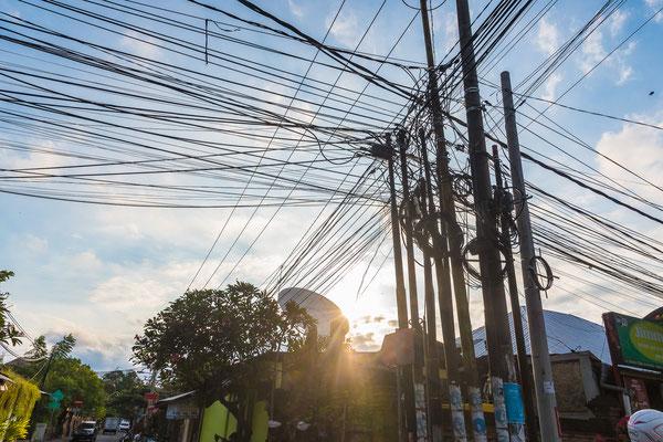 Die üblichen Strominstallationen in Asien