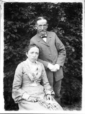 Ehepaar Jean und Anna Maria (geb. Herberg, aus Albig) Mayer, aus der Ehe gingen 6 Kinder hervor (5 Mädchen und 1 Junge)