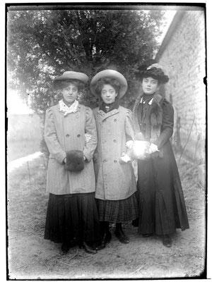 Töchter (v. l. n. r.) Maria Margaretha, Cäcilia und Jacobine Mayer