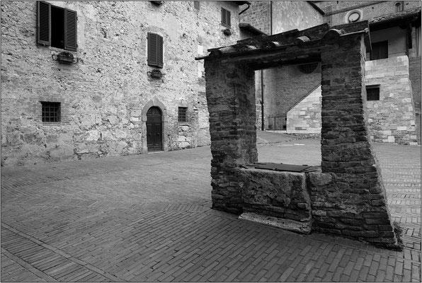 San Gimignano: piazza Luigi Pecori - © Massimo Vespignani